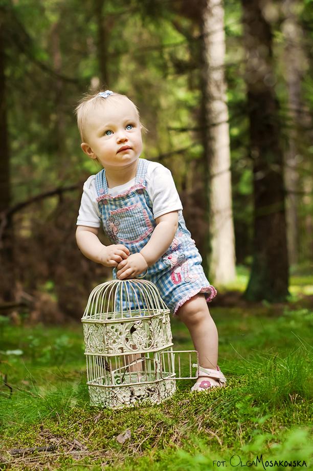 Sesja zdjęciowa dziecka w lesie - fotografia stylizowana.