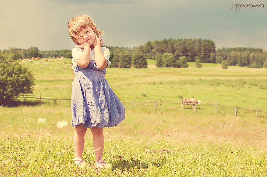 Zdjęcie portretowe dziewczynki. Sesje zdjęciowe w Olsztynie.
