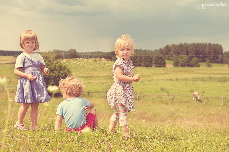 letnie-przyjaznie, profesjonalne zdjęcia dzieci, Olsztyn