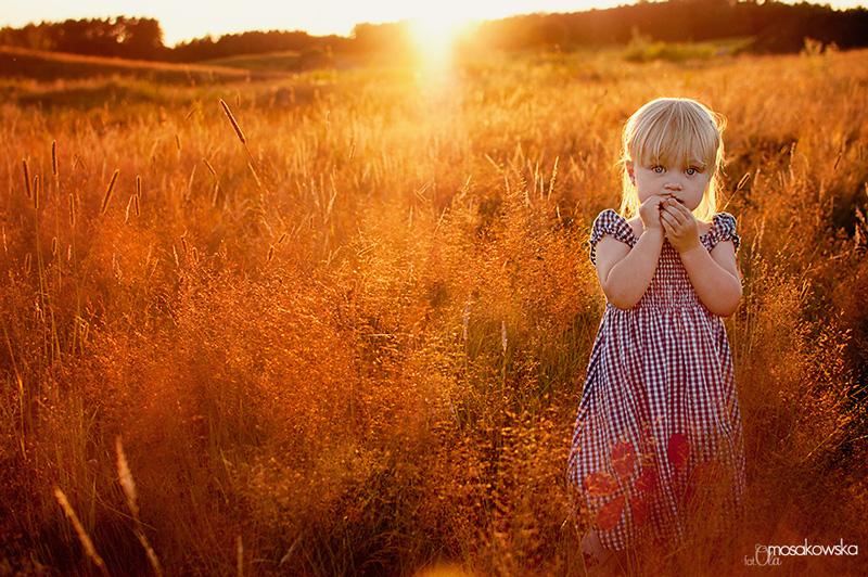Portret dziecka - zdjęcie pod słońce.