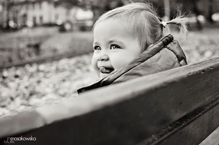czarno białe zdjęcia dziecka